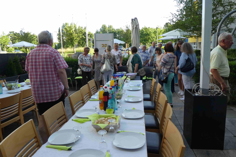 Gemeinsames Abendessen im Cafe Stern in Dietzenbach (DRK Heim)