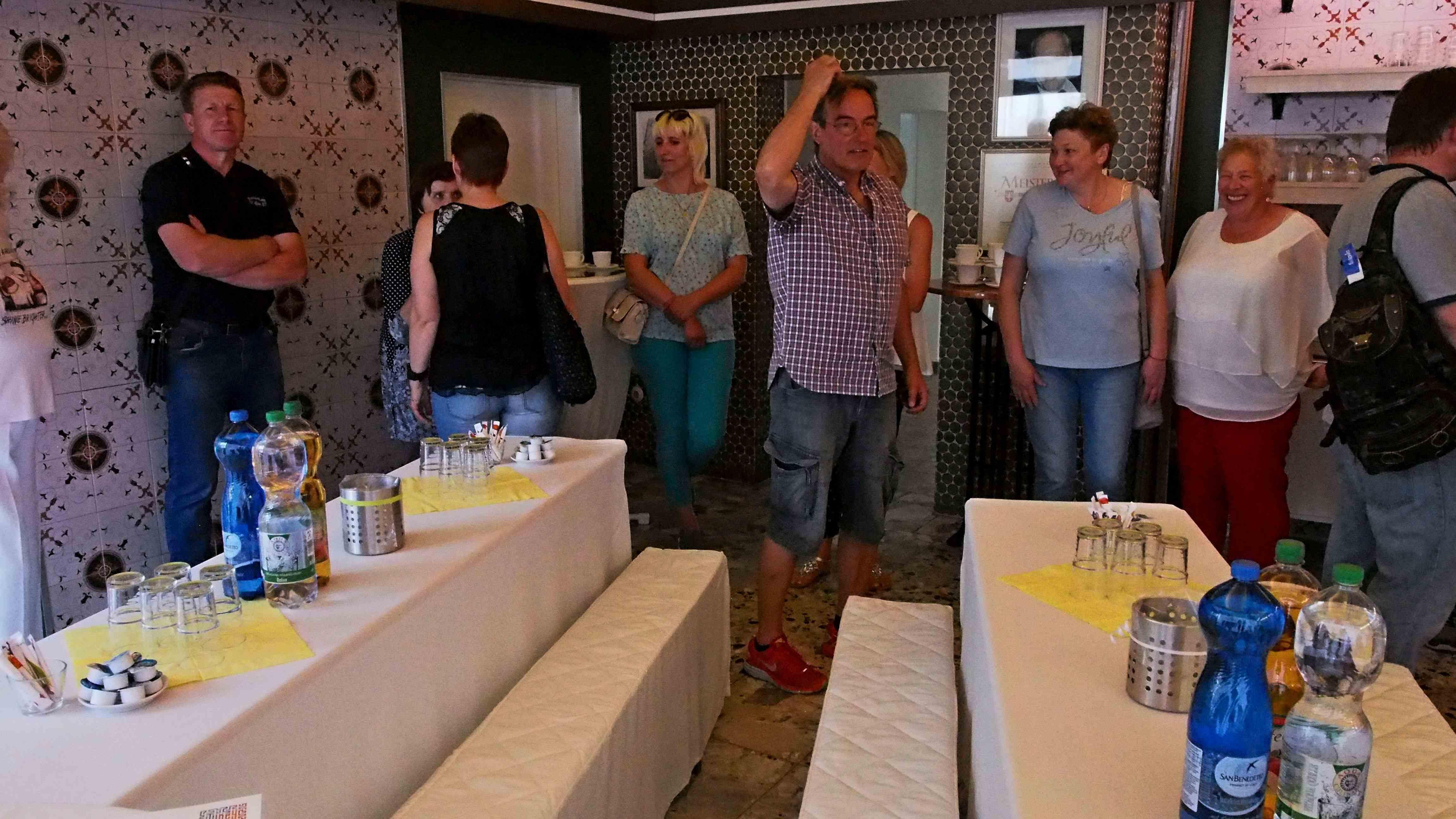 Begrüßung der Gäste in der Empfangslounge des Vereins am 27.5.18