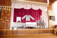112 P1010223 Aula mit traditioneller Aufführung
