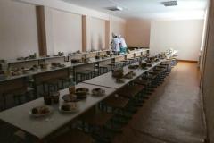 Alle Kinder essen in der Schule zu Mittag
